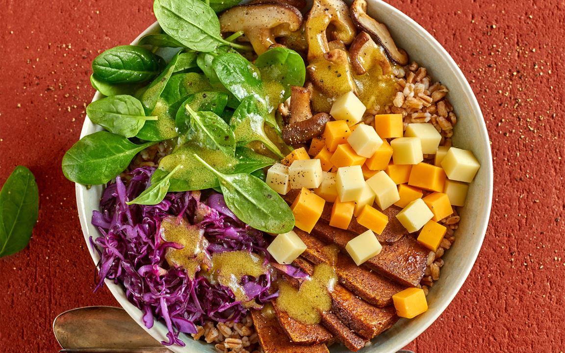 Buddha-Bowl mit Finello Salatwürfeln