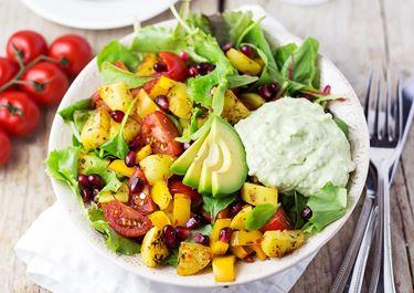 Arla® Skyr Guacamole mit Kartoffel-Rucola-Salat