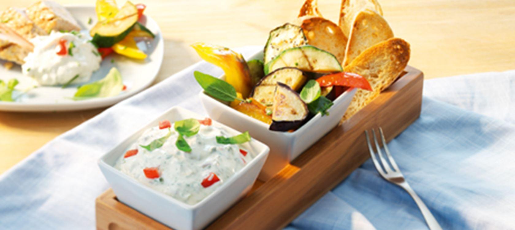 Balsamico-Frischkäse-Dip mit Gemüse