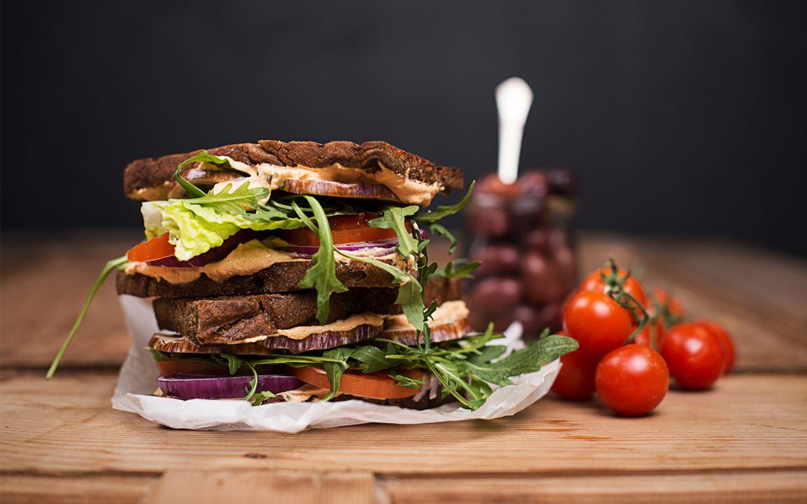 Gegrilltes mediterranes Gemüse-Sandwich