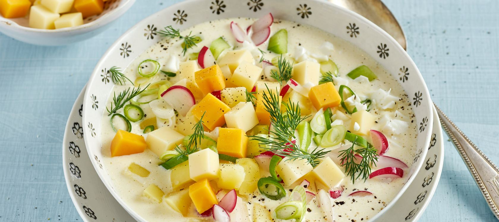 Kalte Oroschka-Suppe mit Finello Salatwürfeln