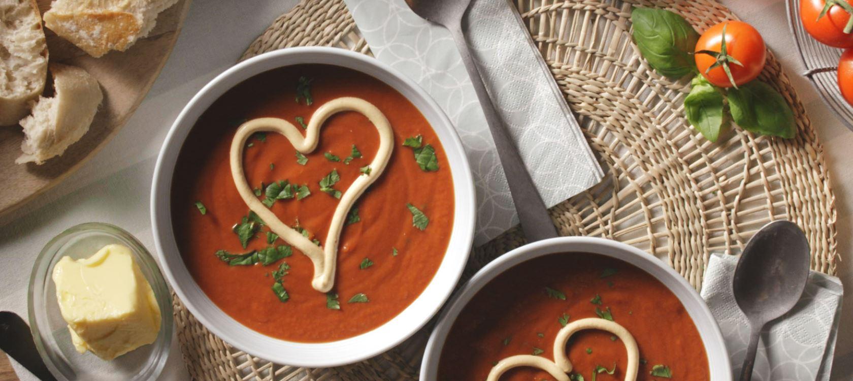 Tomaten-Paprika-Suppe mit Arla Buko® Tomate & Mediterrane Kräuter