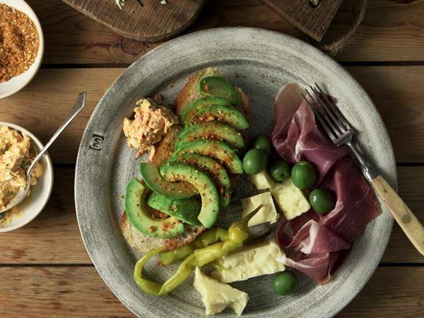 Focaccia mit Castello® Cheddar, Avocado und Schinken