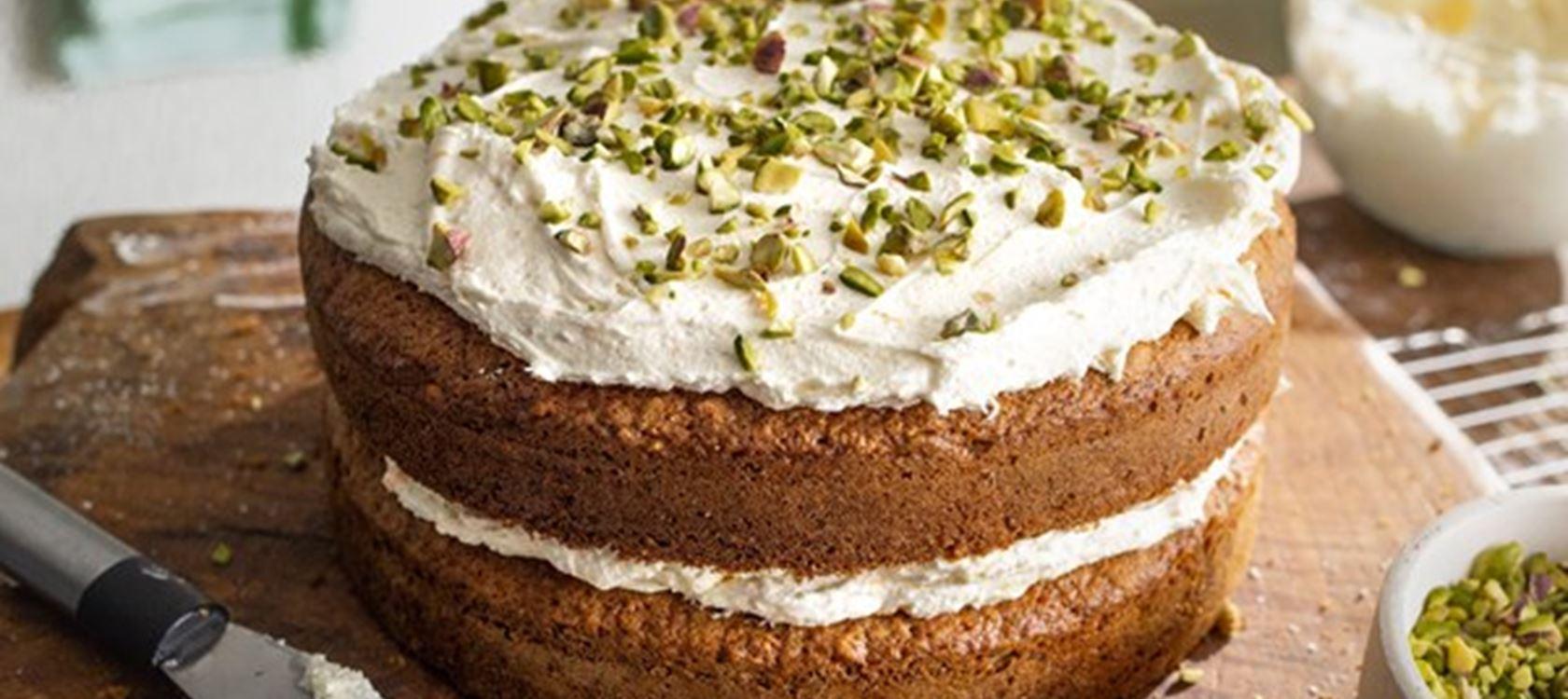 Carrot Cake mit Kardamom und Orangen-Buttercreme