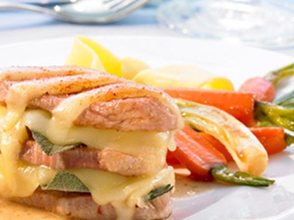 Kalbsfleisch-Medaillons mit Salbei und glaciertem Gemüse