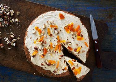 Trockenobst-Nuss-Kuchen mit Zimtcreme und Cognac