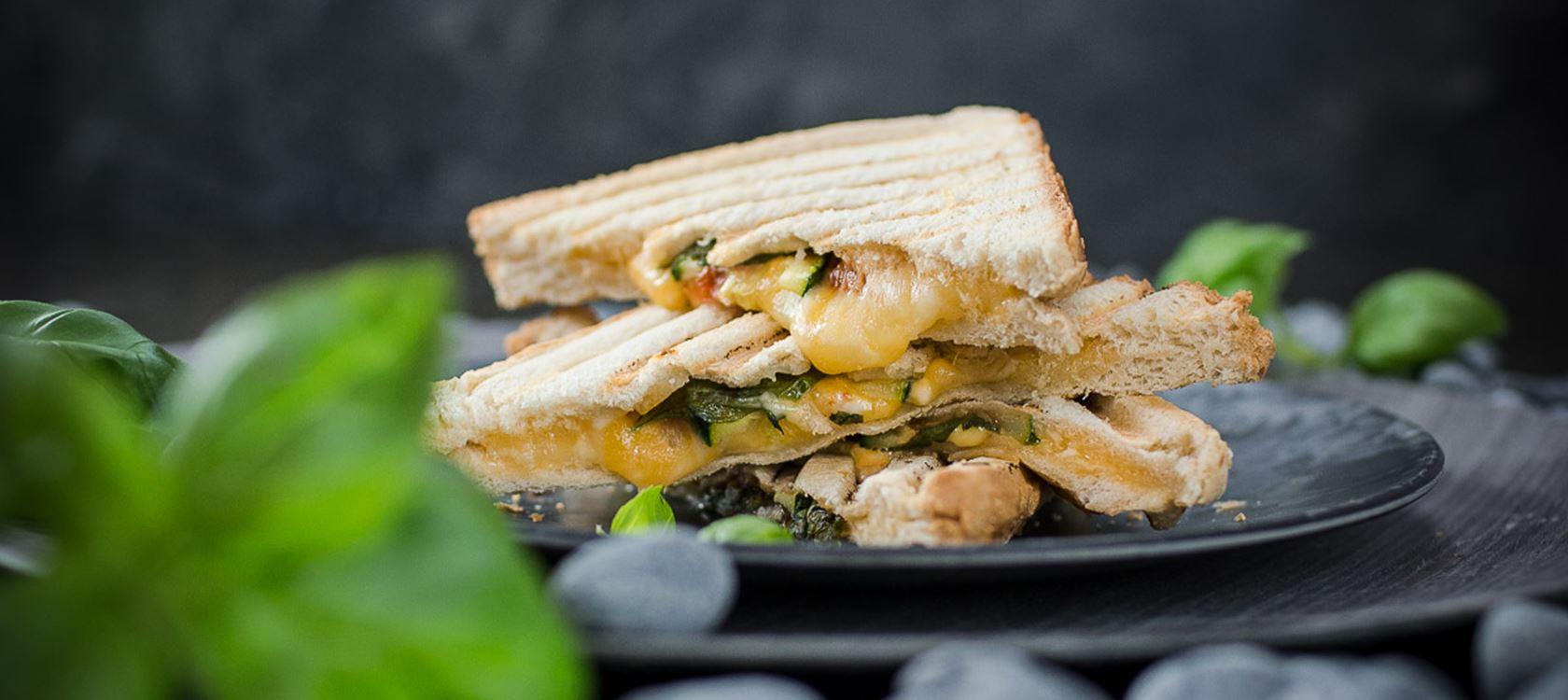 Herzhafte Grilled Cheese Sandwiches mit Finello® Ofenkäse