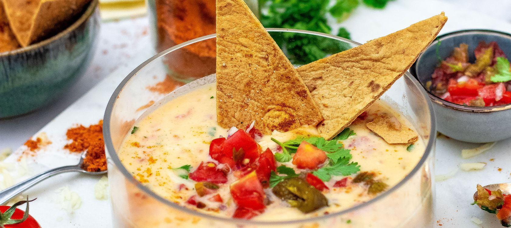 MEXIKANISCHER KÄSEDIPP MIT DIY NACHOS  von Küchendeern