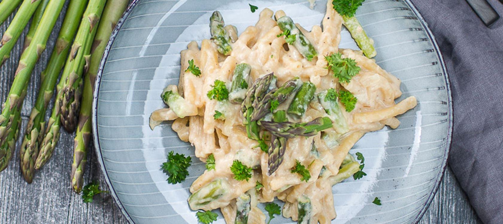 Mac'n Cheese mit grünen Spargelspitzen und Finello® Ofenkäse