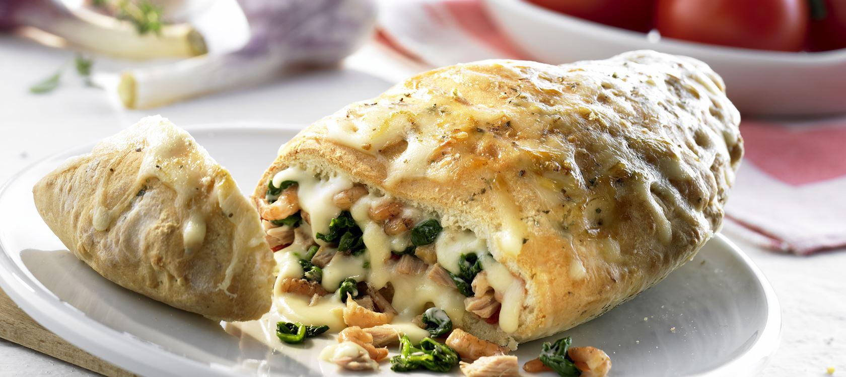 Calzone mit Spinat und Thunfisch mit Finello® Pizzakäse
