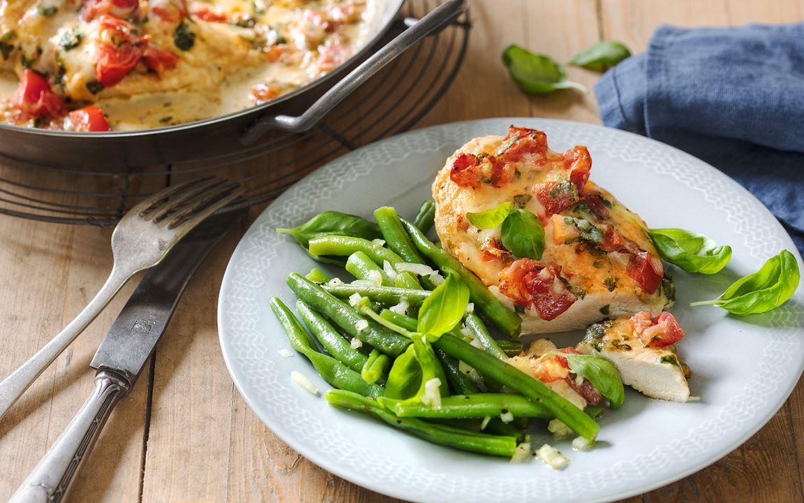 Gratinierte Hähnchenbrust mit Bohnensalat mit Finello® Ofenkäse