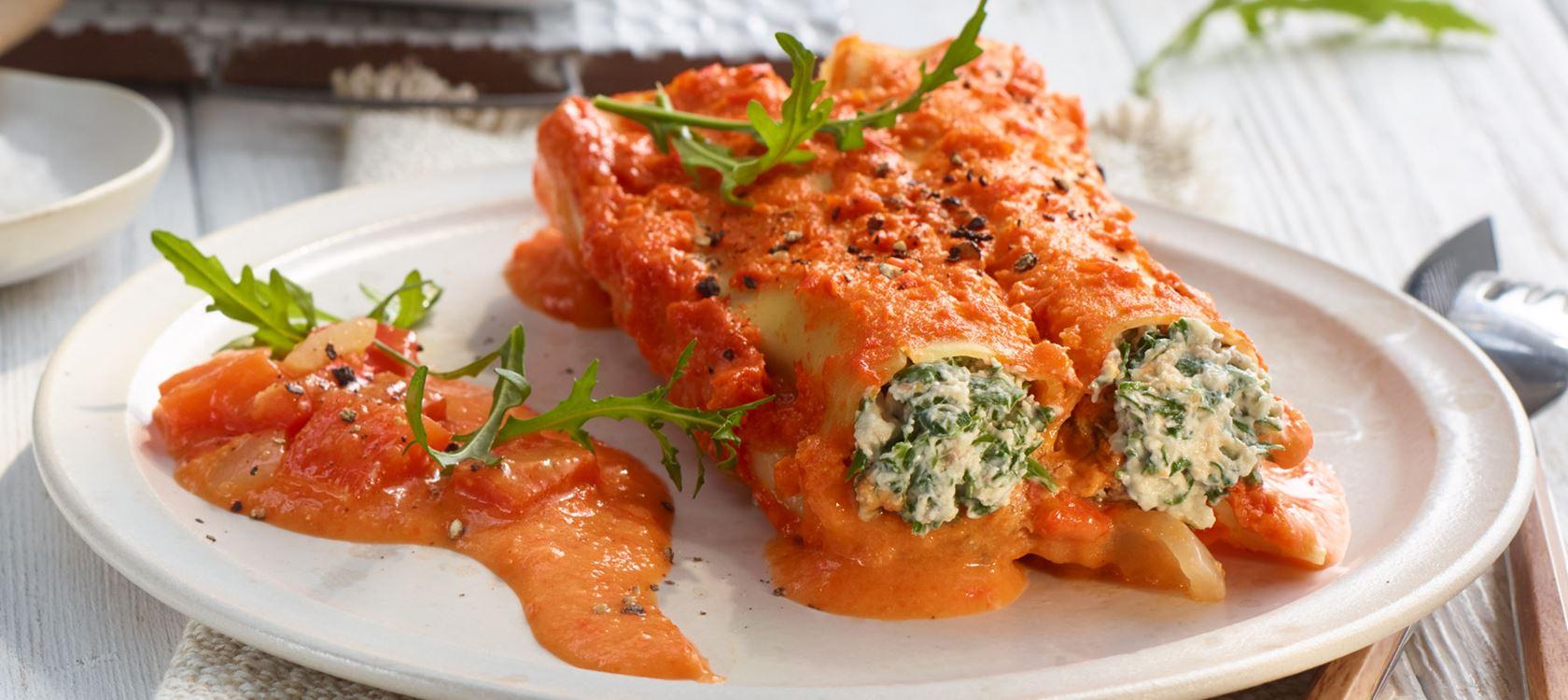 Cannelloni mit Paprikasauce