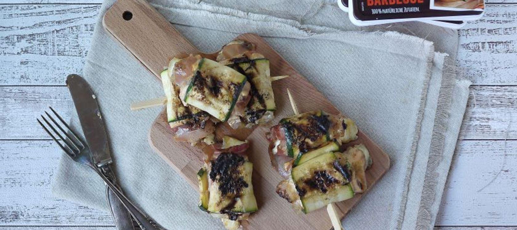 Zucchiniröllchen mit Arla Buko® Tapas und Speck