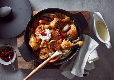 Geschmorte Hühnerkeulen in cremiger Sauce mit Arla Buko® der Sahnige