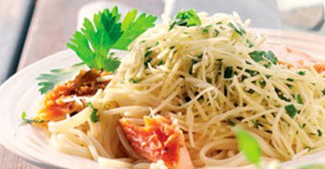 Zitronenpasta mit Lachs mit Finello® Pastakäse