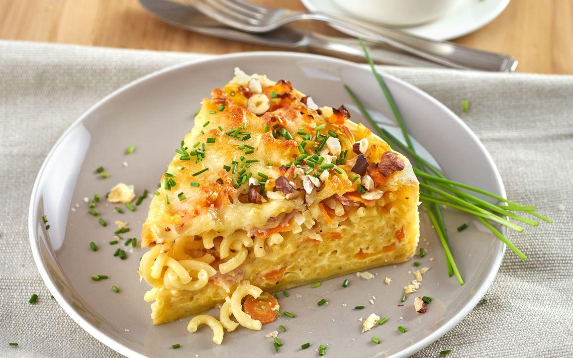 Gabelspaghetti Quiche mit Möhren und Haselnüssen