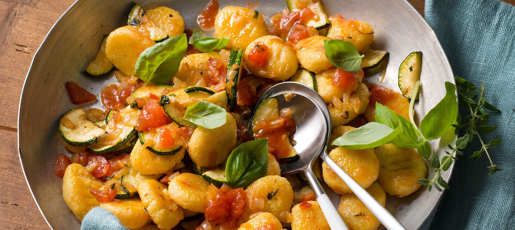 Arla Buko® Der Sahnige-Polenta-Nocken mit Gemüsesauce