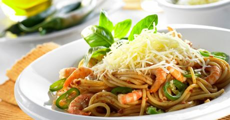 Spaghetti mit Shrimps und rotem Pesto