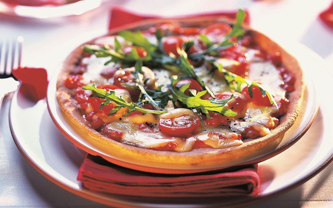 Pizza Rucola mit Kirschtomaten mit Finello® Pizzakäse
