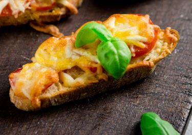Überbackenes Baguette mit Finello® Ofenkäse