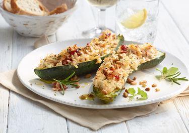 Gefüllte Zucchini mit Tomaten-Kräuter-Reis
