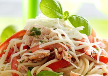 Pasta mit Thunfisch und Tomaten-Basilikum-Soße