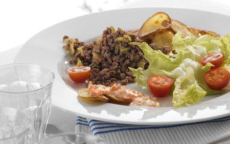 Sprøde kartofler med krydret oksekød