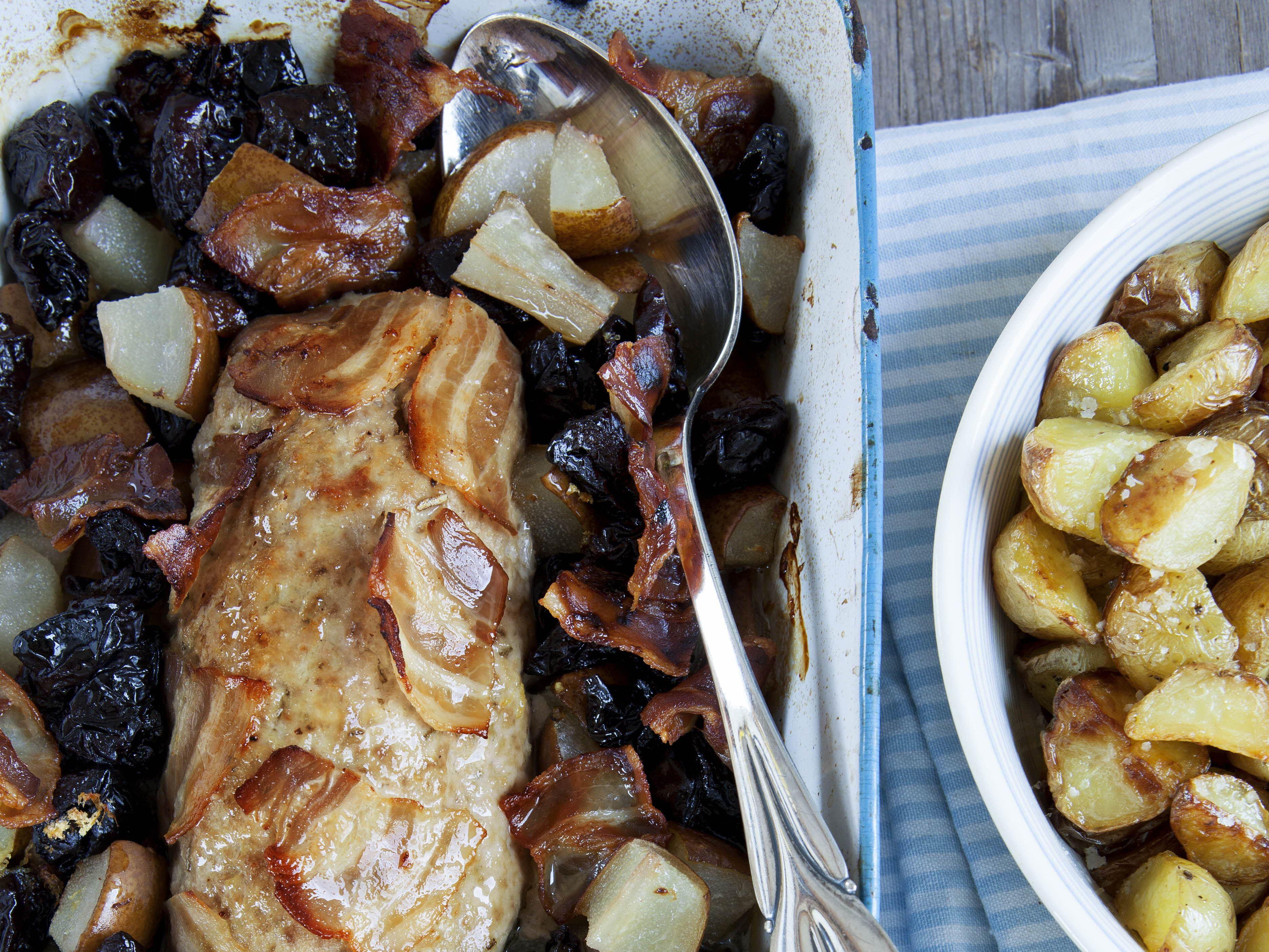 Farsbrød med bacon og frugt