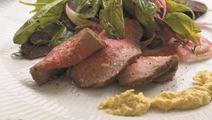Oksefilet med råsyltede rødbeder og majscreme