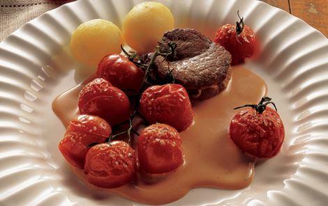Små bøffer og bearnaisesauce med tomat