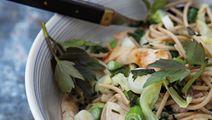 Løvstikkepasta med spidskål og kylling