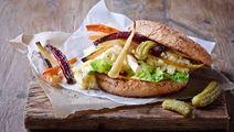 Veggeburger med bagte rodfrugter og røræg