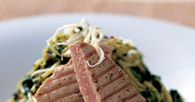 Pasta med spinatcreme og tun