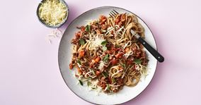 Pasta med kødsauce og grøntsager