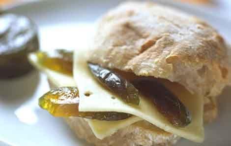 Sandwich med ost og brændte figner