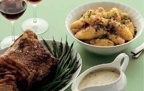Oksefilet med ristede kartofler og varm bearnaisesauce