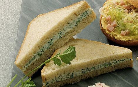 Sandwich med flødeost og krydderurter