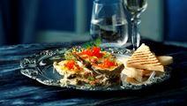 Gratinerede østers med strimlet grønt