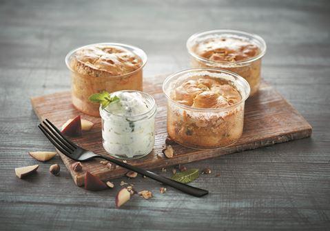 Soufflé med æbler, nødder og mynteflødeskum
