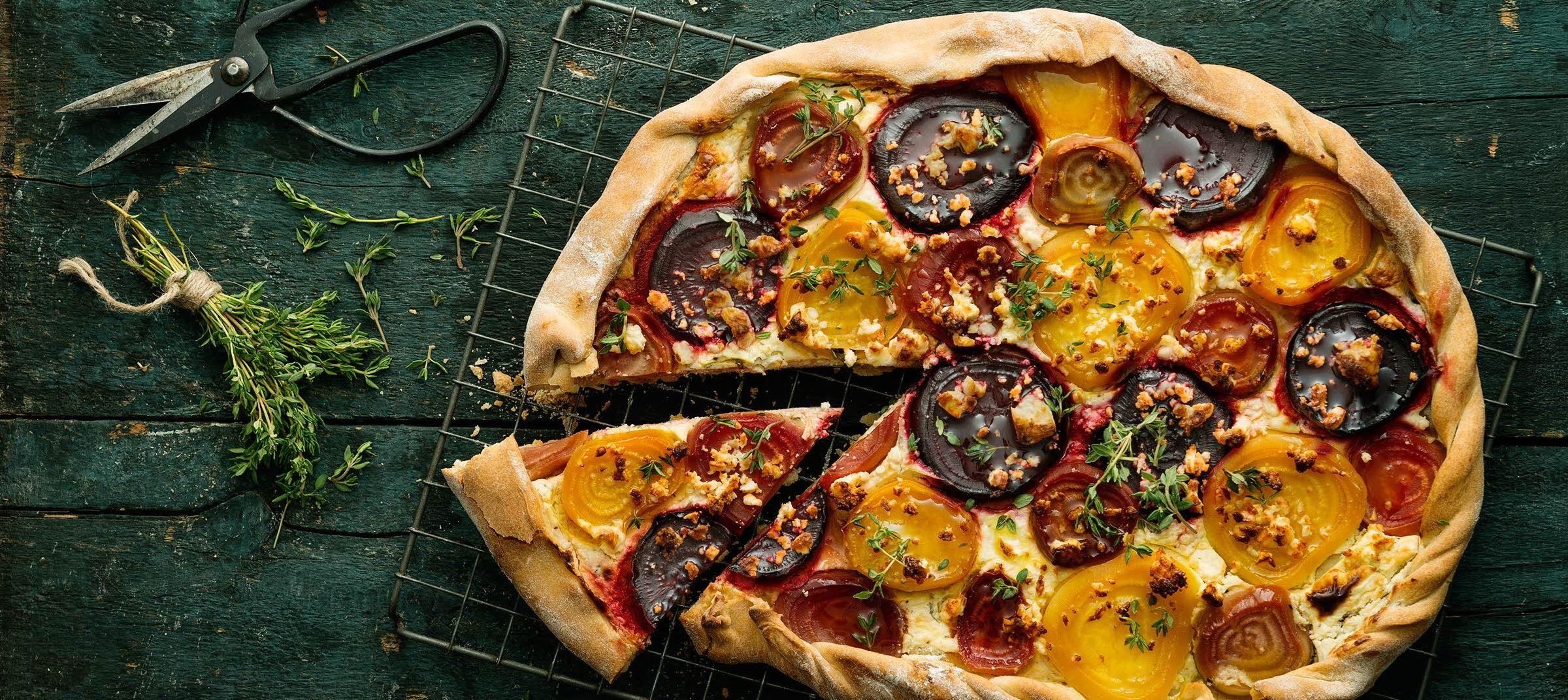 Pizzatærte med farverige beder
