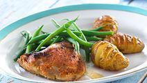 Krydrede kyllingelår og bagte kartofler