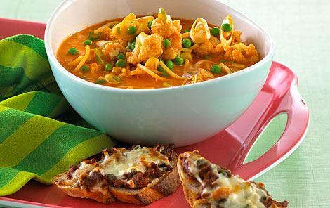 Tomatsuppe og ostebrød - af en rest spaghetti og kødsauce