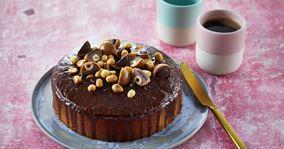 Kage med kakao og peanuts