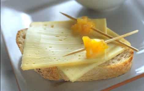 Ostemad med ananaschutney