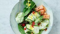 Squashsalat med laks og avocadodip