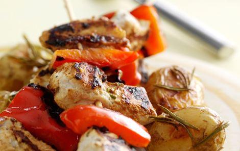 Kyllingespyd med peberfrugt, ost og kartofler