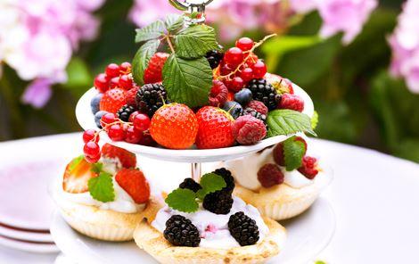 Pavlova med frugtfløde