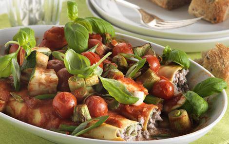 Bagte pastaruller i tomatsauce