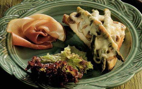 Varme ostebrød med asparges