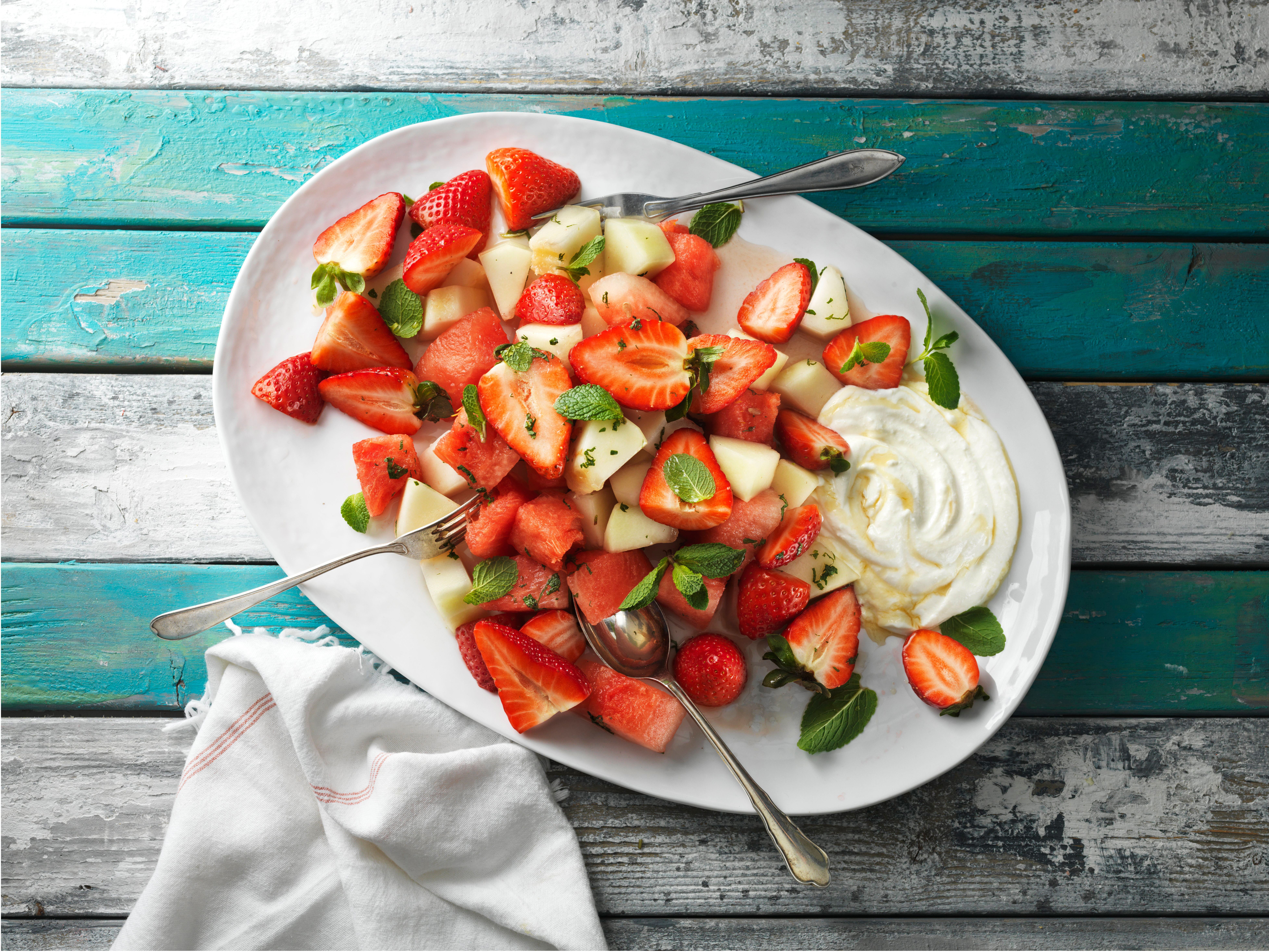 Jordbærsalat med melon, citron og mynte